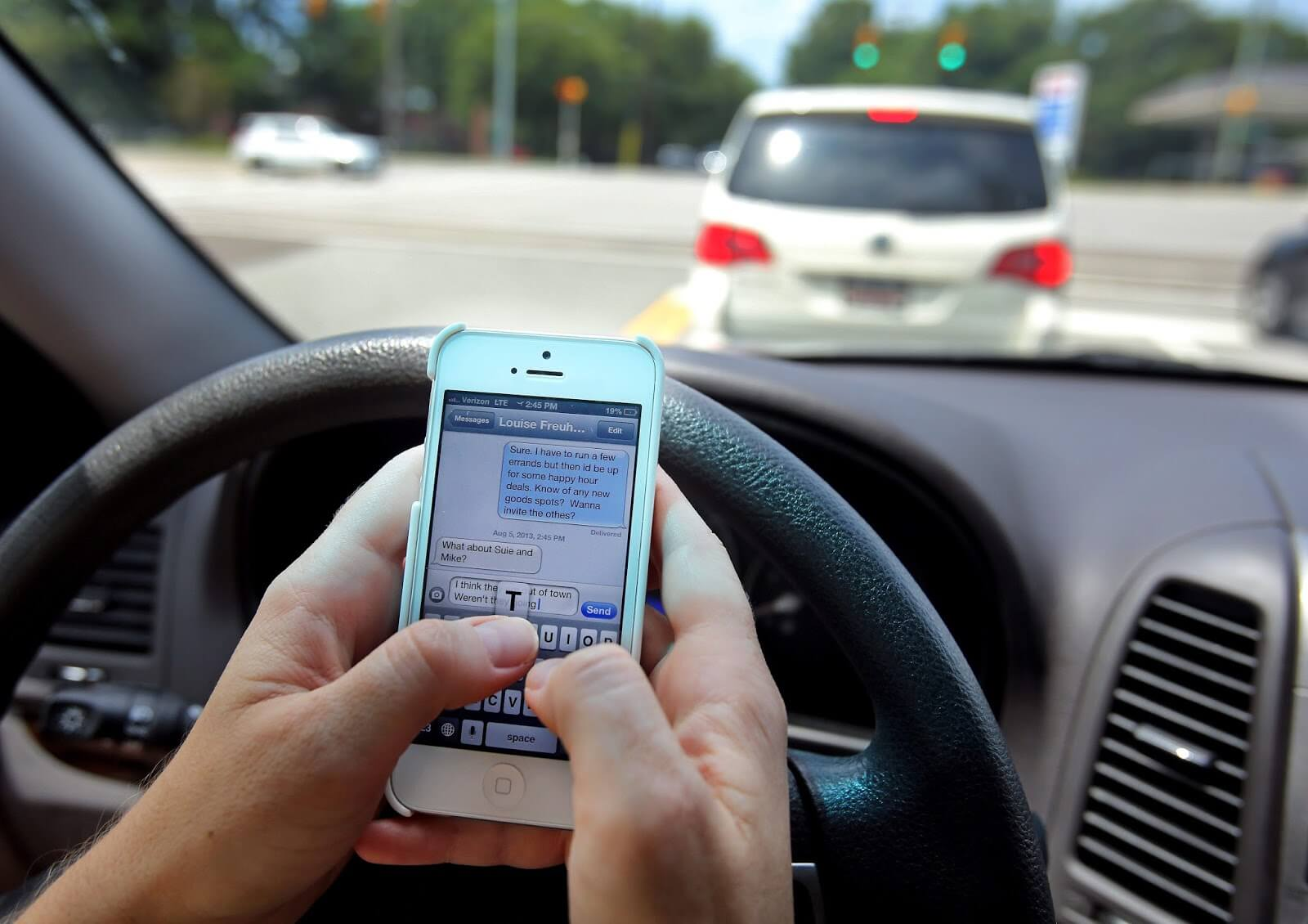 Why Texting While Driving Laws May Not Be Working