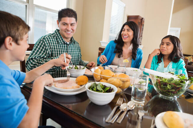 iPhone Spy – Why Is It Important to Have Meals As a Family without Distractions?