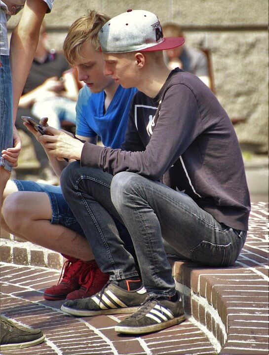 teen spying on cell phones