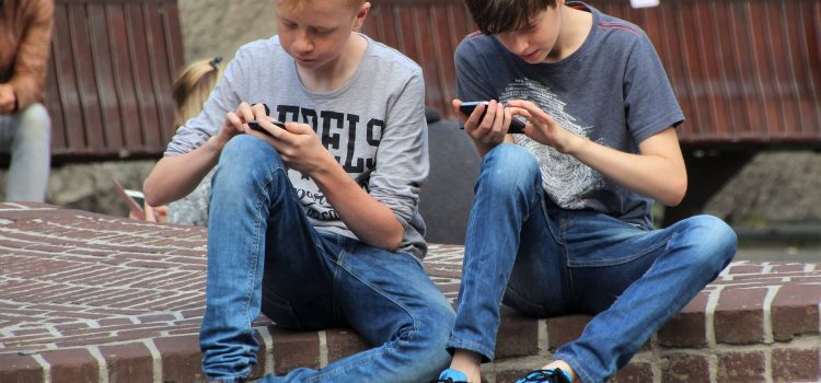 Discover What Conversation is in Your Child's Cell Phone with a Spy Message Application
